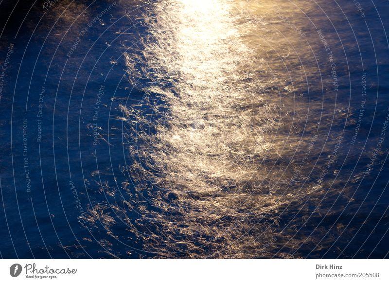 Lichtblick Wasser glänzend hell maritim wild blau gold bizarr Energie Surrealismus Wasseroberfläche Meerwasser Wasserspiegelung Sonnenlicht Wasserwirbel