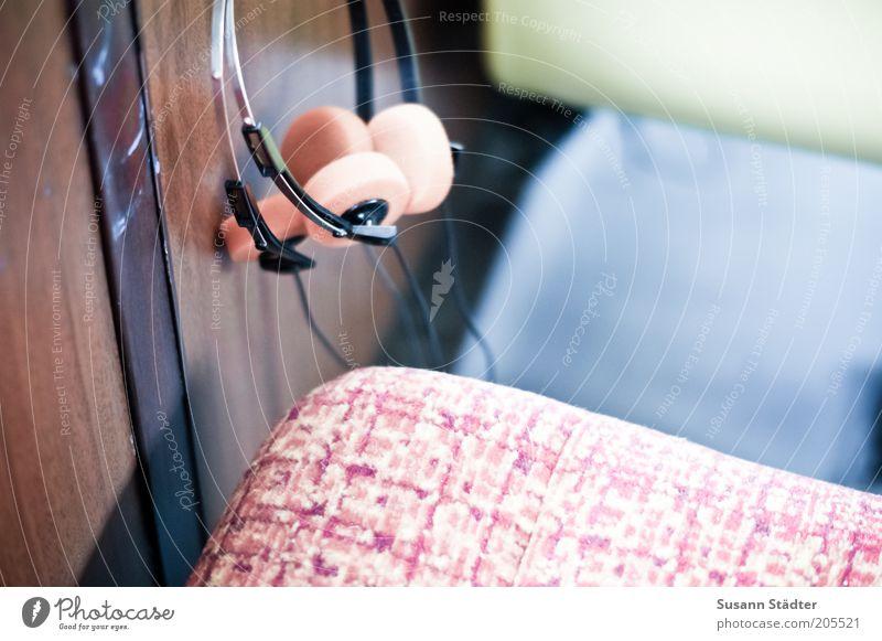 München und der Föhn Entertainment Musik Headset Kabel Kopfhörer alt orange retro Retro-Farben Sitzgelegenheit Polster Ansage mehrfarbig Innenaufnahme