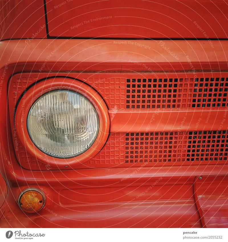 risiko | rettung naht! Fahrzeug Oldtimer Zeichen heiß Feuerwehrauto rot brennen Brand Erste Hilfe löschen retten Rettung Farbfoto Außenaufnahme Nahaufnahme
