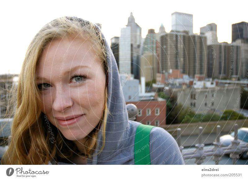 Hello New York Mensch Jugendliche schön Freude Ferien & Urlaub & Reisen feminin Glück Haare & Frisuren blond Hochhaus Ausflug Fröhlichkeit Tourismus Porträt
