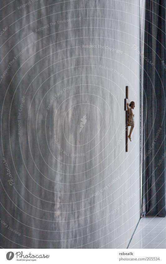 Kruzifix Kreuz Güte Selbstlosigkeit ruhig Trauer Schmerz Religion & Glaube Vergänglichkeit Kolumba hängen Jesus Christus Christentum Museum Tiefenschärfe