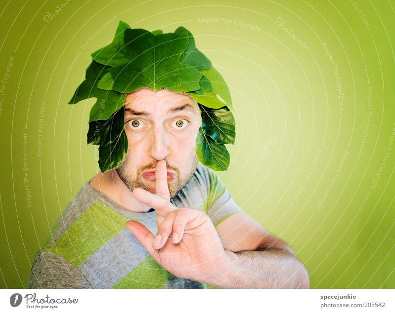 Pssst!....... Mensch Mann grün Pflanze Blatt ruhig Erwachsene Auge Kopf lustig maskulin Finger Bart skurril gestikulieren Problemlösung