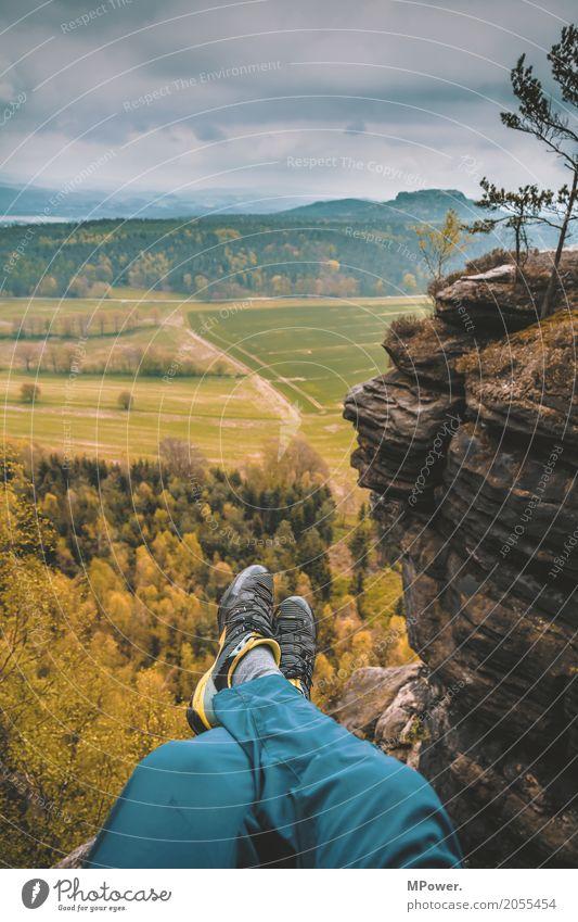oben auf des berges spitze... Mensch Natur Sommer schön Sonne Junger Mann Landschaft Ferne Wald 18-30 Jahre Berge u. Gebirge Erwachsene Leben Lifestyle Beine