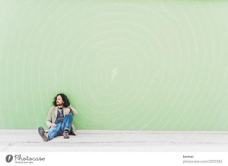 AST 10 | Chiller Mensch Mann grün Erholung ruhig Erwachsene Leben Wand Lifestyle Stil Mauer Freiheit Freizeit & Hobby Zufriedenheit maskulin sitzen