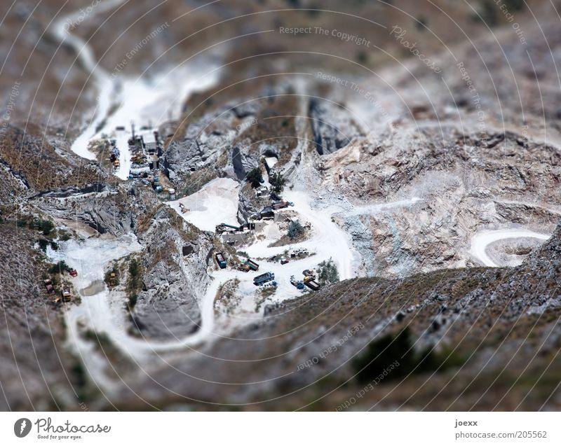 Steinbruch Erde Berge u. Gebirge Schlucht Insel Santorin Straße Wege & Pfade Lastwagen Bergbau Miniatur Modellhaft Farbfoto Gedeckte Farben Experiment Tag