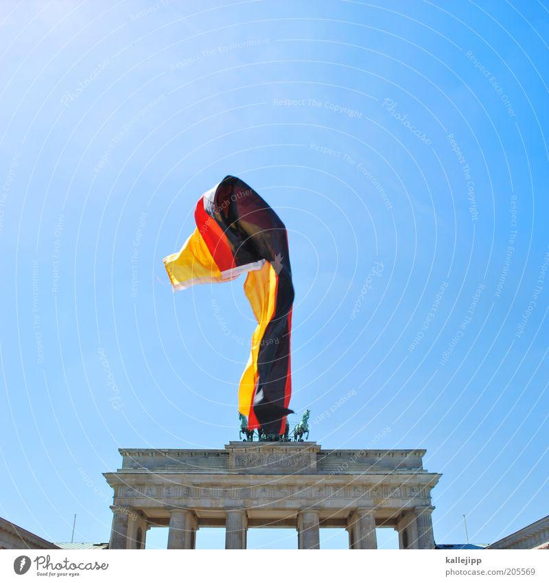 fanmeile Feste & Feiern Zeichen Macht Stolz Berlin Brandenburger Tor Deutschland Fahne Nationalflagge nationalhymne Tag der Deutschen Einheit flattern