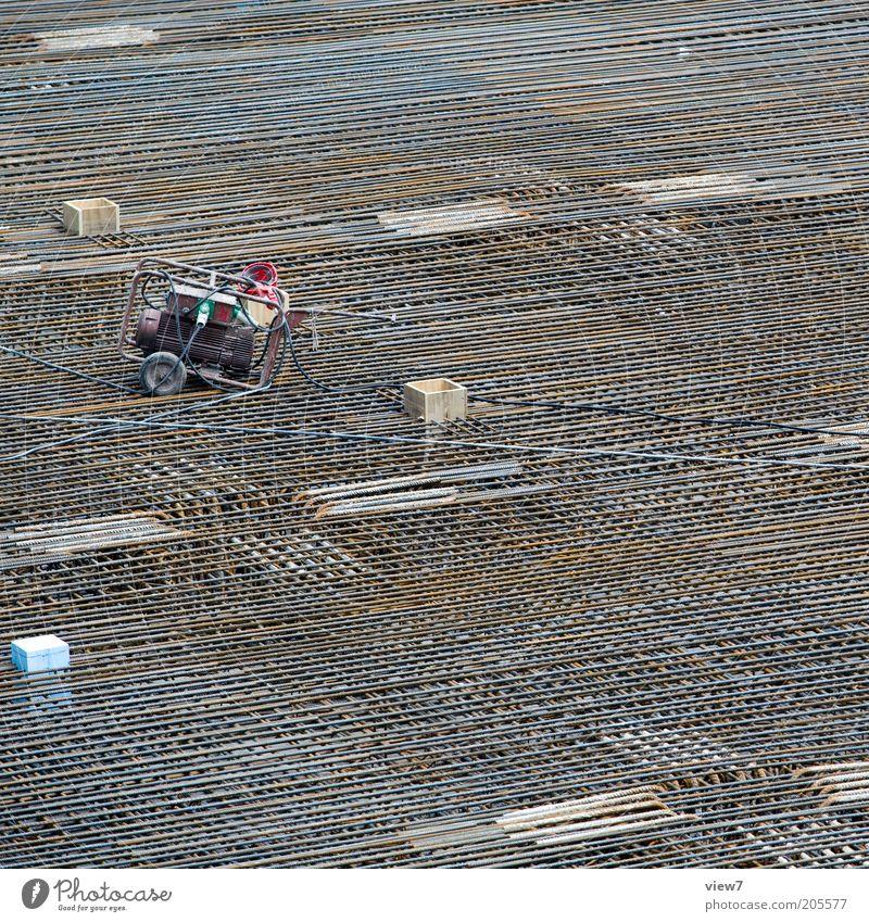 Eisenflechterei dunkel Linie braun Beton Perspektive modern Ordnung authentisch einfach Baustelle Handwerk Wirtschaft bauen Eisen Arbeitsplatz eckig