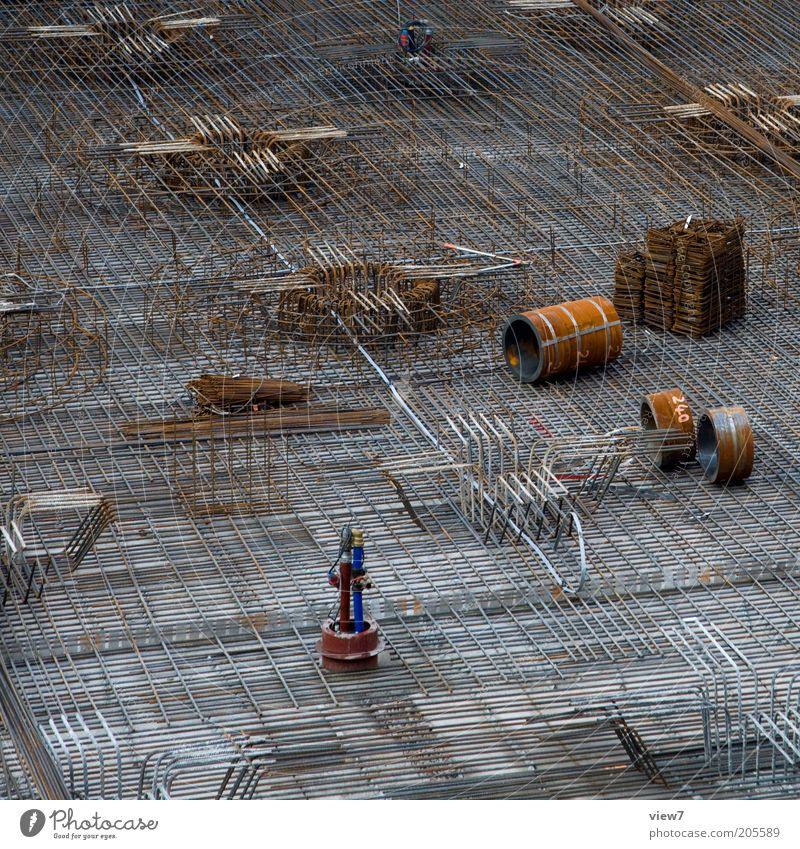 Stahl Arbeitsplatz Baustelle Wirtschaft Handwerk Metall bauen authentisch elegant neu braun Ordnung Qualität Rost Armierung Bodenplatten Eisenrohr binden Beton