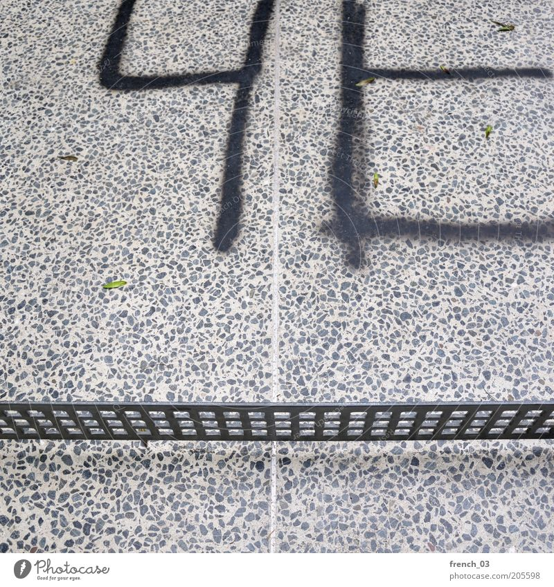 Tischtennisplattenmalerei schwarz grau Stein Graffiti Metall dreckig Beton Schriftzeichen einfach Freizeit & Hobby Zeichen Grenze Gitter Zeit Schmiererei