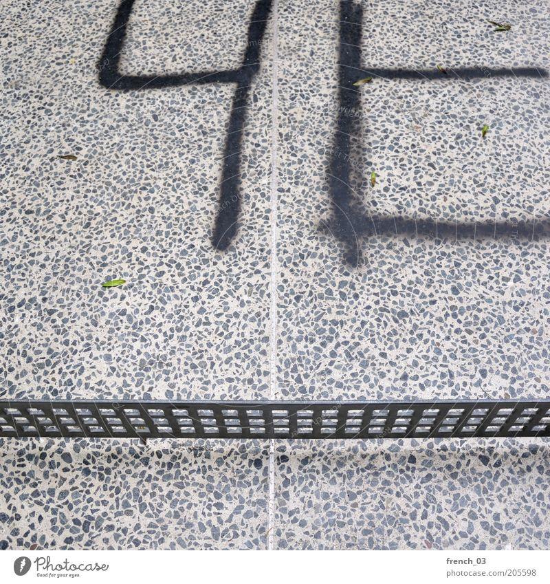 Tischtennisplattenmalerei schwarz grau Stein Graffiti Metall dreckig Beton Schriftzeichen einfach Freizeit & Hobby Zeichen Grenze Gitter Zeit Schmiererei Begrenzung