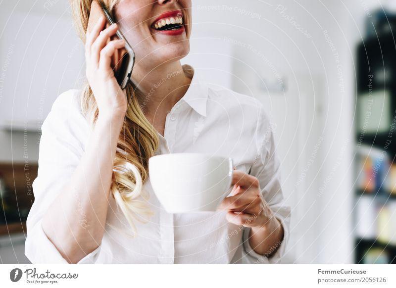 Nachhaltigkeit_04 Mensch Frau Jugendliche Junge Frau weiß 18-30 Jahre Erwachsene Lifestyle feminin Stil lachen Glück Häusliches Leben elegant blond Küche