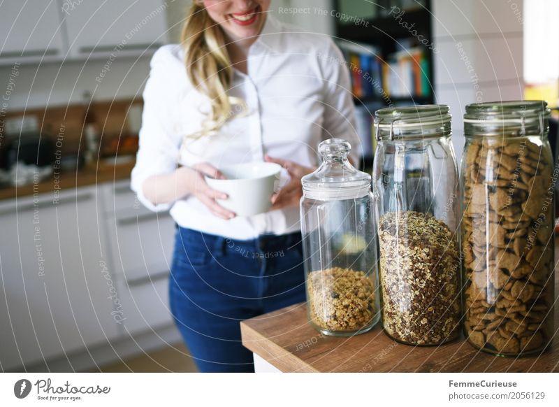 Zero Waste Lifestyle (04) Mensch Frau Jugendliche Junge Frau 18-30 Jahre Erwachsene Gesundheit feminin blond Glas Fitness Küche Frühstück Umweltschutz