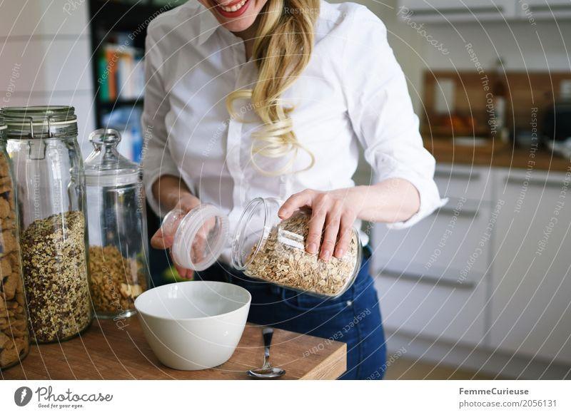 Nachhaltigkeit_03 Mensch Frau Jugendliche Junge Frau 18-30 Jahre Erwachsene Lifestyle Gesundheit feminin Häusliches Leben Ernährung blond Fitness Küche