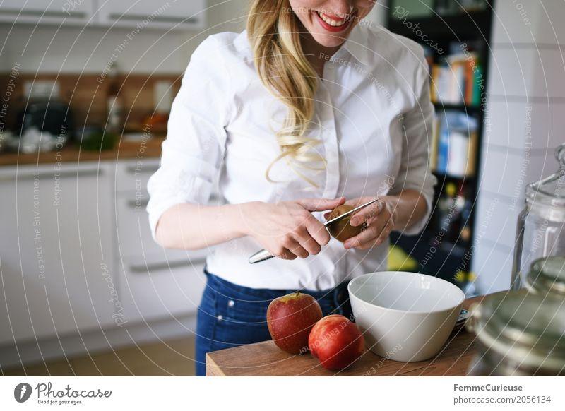 Zero Waste Lifestyle (06) Mensch Frau Jugendliche Junge Frau Gesunde Ernährung 18-30 Jahre Erwachsene Gesundheit feminin Frucht blond Lächeln Küche
