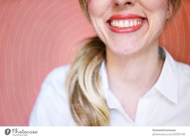 Hello :) feminin Junge Frau Jugendliche Erwachsene 1 Mensch 18-30 Jahre ästhetisch Arzt Zähne Gesundheit gepflegt blond Bluse weiß Zopf selbstbewußt Optimist