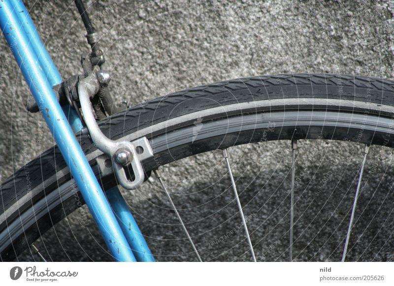 wer bremst verliert alt blau Stein Stil Freizeit & Hobby Verkehr Technik & Technologie Rad Reifenprofil Reifen Verkehrsmittel hell-blau Sportgerät Bremse Speichen Fahrrad