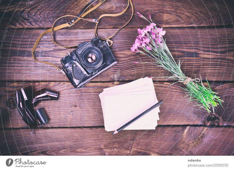 Leere Grußkarte und alte Vintage Filmkamera Ferien & Urlaub & Reisen Fotokamera Blume Blumenstrauß Holz braun rosa Filmmaterial Bleistift altehrwürdig