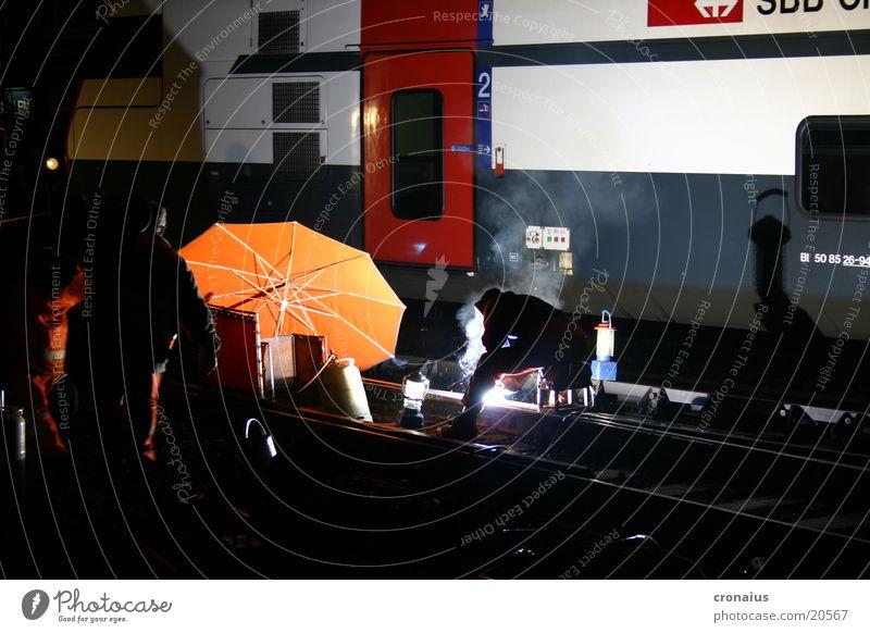 schweissarbeit 1 orange Eisenbahn Elektrizität Technik & Technologie Regenschirm Gleise Elektrisches Gerät Gasbrenner