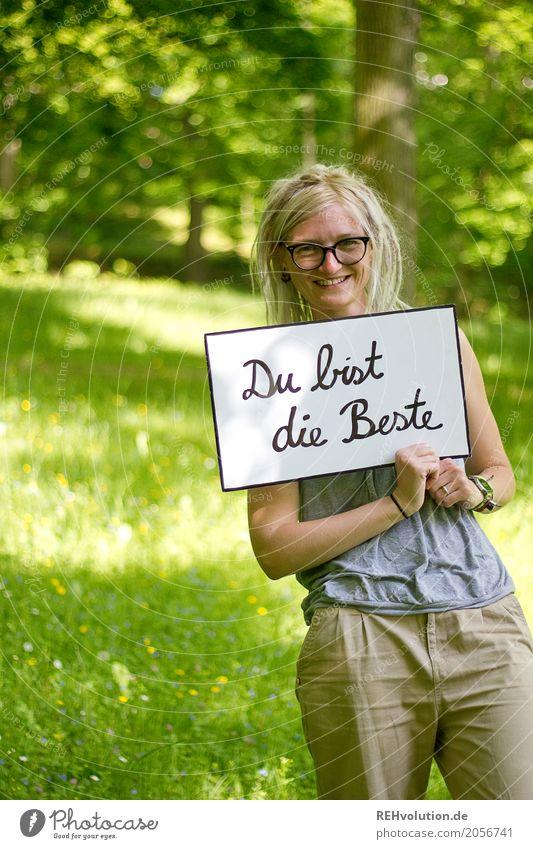 Jule | Du bist die Beste ... Mensch Natur Jugendliche Junge Frau Sommer grün Baum Freude 18-30 Jahre Erwachsene Umwelt Lifestyle Wiese Stil feminin Gras