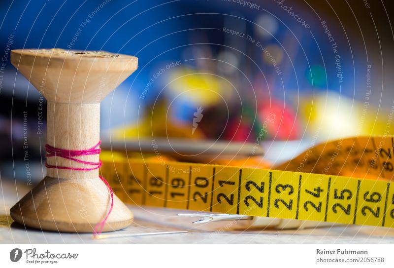 """Garnrolle, Maßband und andere Nähutensilien Basteln Handarbeit Raum Beruf Schneider Handwerk Freizeit & Hobby Freude """"schneidern nähen Nadeln Werkstatt Atelier"""""""