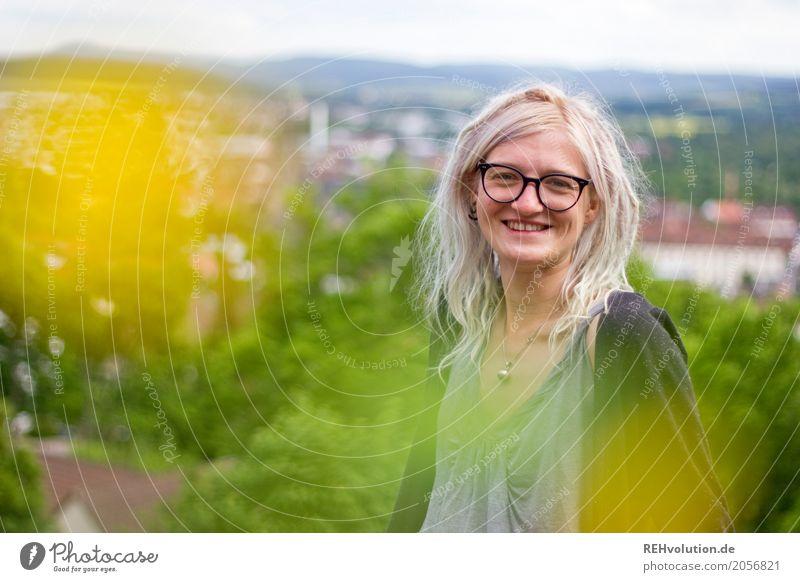 Jule | city-hintergrund Lifestyle Stil Freude Glück Student Mensch feminin Junge Frau Jugendliche Haare & Frisuren Gesicht 1 18-30 Jahre Erwachsene Landschaft