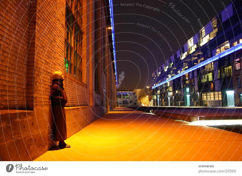 lichtspiele Stimmung Langzeitbelichtung Nacht Stadt intensiv Winter kalt orange Industriefotografie Einsamkeit Farbe Zentralperspektive Stadtlicht