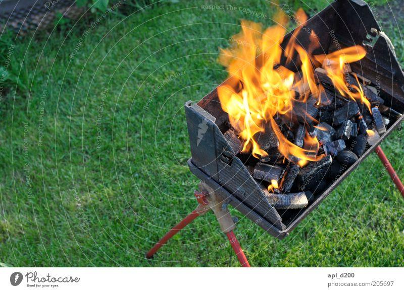 BBQ grün rot Sommer schwarz gelb Garten Feuer ästhetisch Rasen authentisch bedrohlich Freizeit & Hobby heiß Grillen Flamme