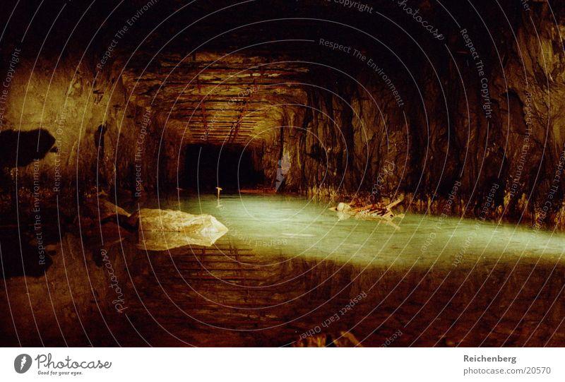 Sein Höhle Tunnel Fabrik Langzeitbelichtung Nacht Architektur Wasser