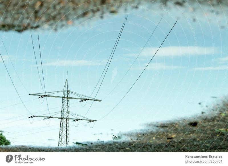 suzestrom ist gut und günstig Wasser Himmel blau nass Energiewirtschaft Elektrizität unten Flüssigkeit Stahlkabel Schönes Wetter Strommast Pfütze