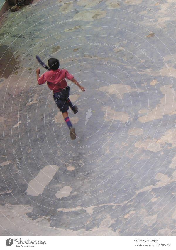 Juhui, die Schule ist aus... Mensch springen Schule laufen rennen Pause Schüler Indien Delhi Schuluniform