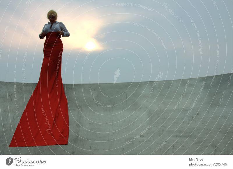 statue Frau Himmel rot Erwachsene feminin Gefühle Haare & Frisuren Mode blond Beton Stoff Körperhaltung Kleid Bekleidung Brust Theaterschauspiel