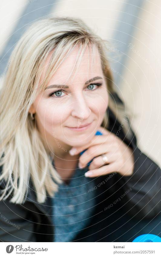 AST10 | Portraitierte Freundlichkeit Mensch Frau schön Erholung ruhig Gesicht Erwachsene Leben Lifestyle Stil feminin Zufriedenheit blond authentisch warten