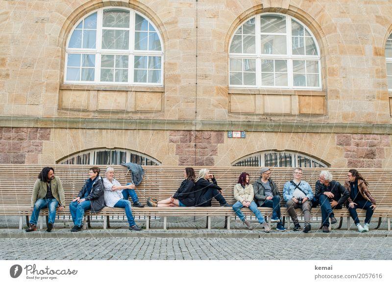 AST10 | Die Gruppe Frau Mensch Ferien & Urlaub & Reisen Mann Erholung Freude Fenster Erwachsene Leben Lifestyle sprechen feminin Menschengruppe Fassade
