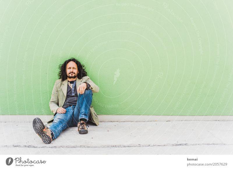 AST10 | Herumsitzen und den Dingen auf den Grund gehen Mensch Jugendliche grün Junger Mann Erholung ruhig Erwachsene Leben Lifestyle Wand Stil Mauer