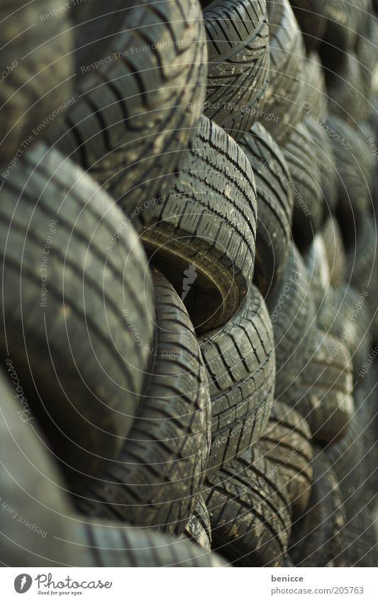 Ordnung muss sein schwarz Umwelt mehrere viele Reifen Stapel Reifenprofil Umweltschutz System Recycling Gummi Fahrzeugteile entsorgen aufeinander Autoreifen