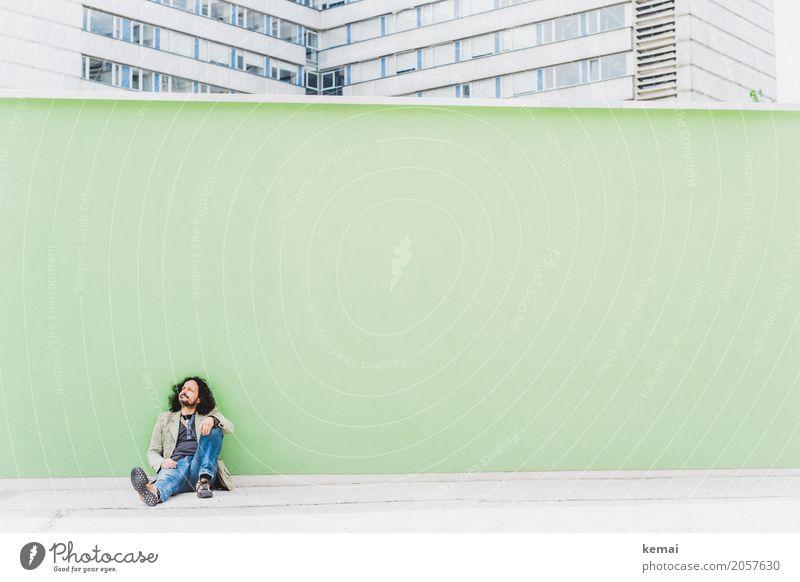 AST 10 | Erwartungshaltung Mensch Mann grün Erholung ruhig Erwachsene Leben Wand Lifestyle Stil Mauer Freiheit Freizeit & Hobby Ausflug Zufriedenheit maskulin