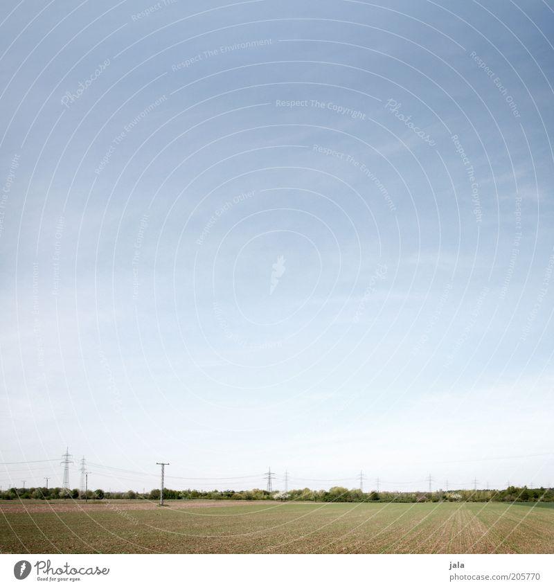 landstrich Natur Landschaft Himmel Feld Ferne frei blau grün Strommast Horizont Farbfoto Außenaufnahme Menschenleer Textfreiraum oben Textfreiraum Mitte Tag