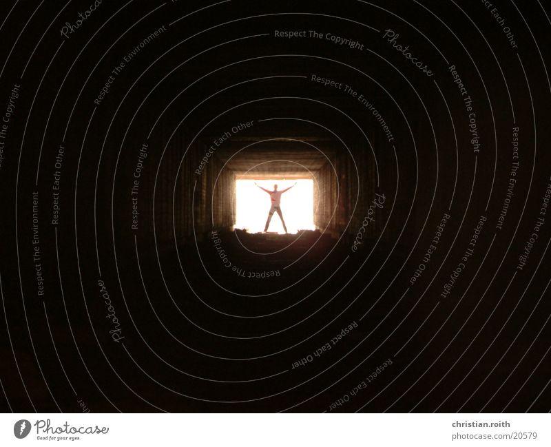 das Licht Mensch Mann schwarz Tunnel