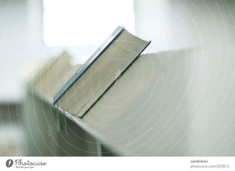 nimm Platz... weiß ruhig hell Religion & Glaube Buch Hoffnung Kirche rein Vertrauen heilig Gottesdienst Christentum Medien Bibel Sinn