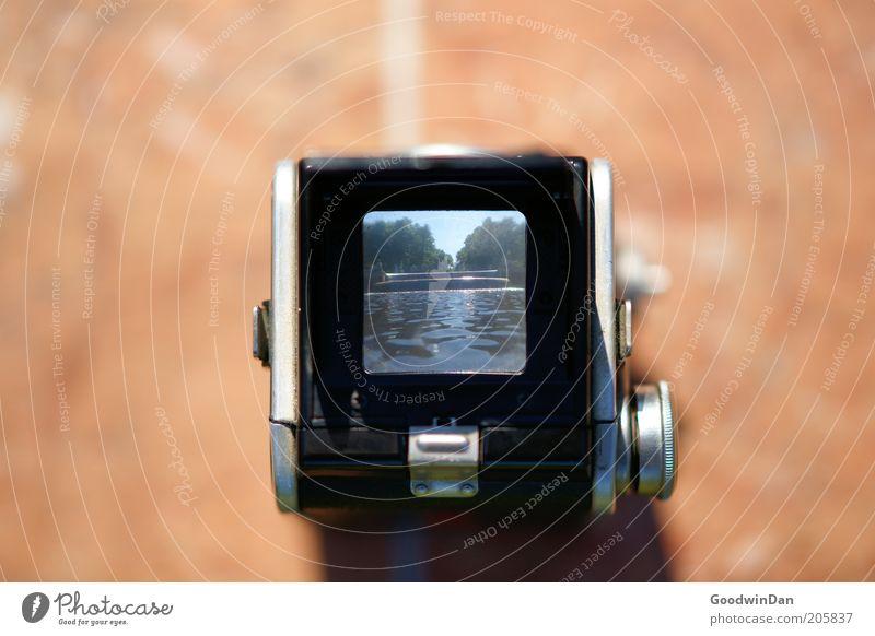 Durchblick II Wasser Fotokamera außergewöhnlich authentisch eckig Unendlichkeit hell nah Farbfoto Außenaufnahme Experiment Sonnenlicht Fotografie Fotografieren