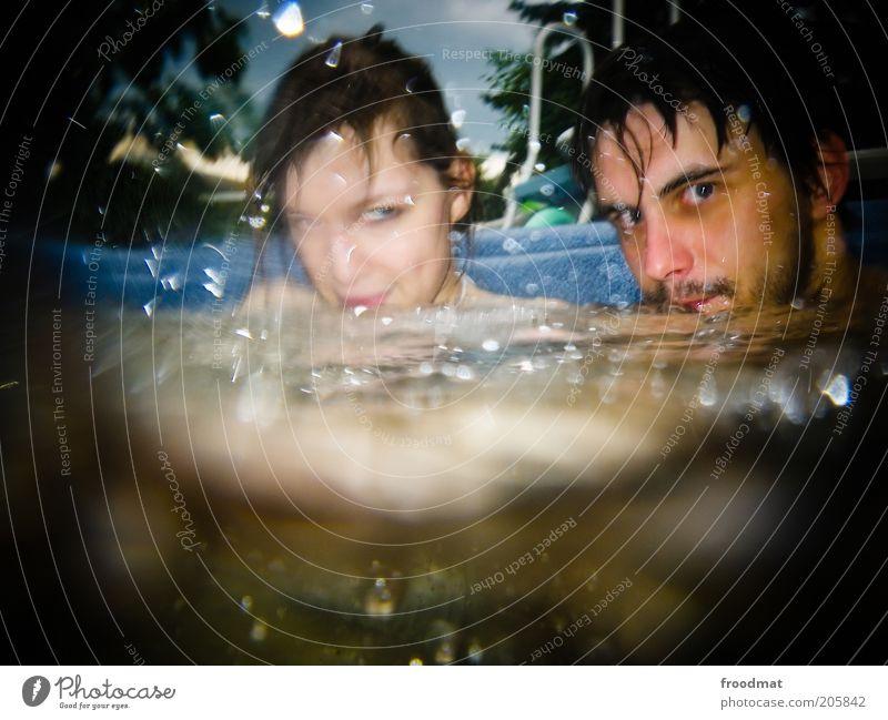 poolbilliard Frau Mensch Mann Jugendliche Sommer Erholung feminin Glück Paar Zufriedenheit Erwachsene maskulin Wassertropfen Wellness