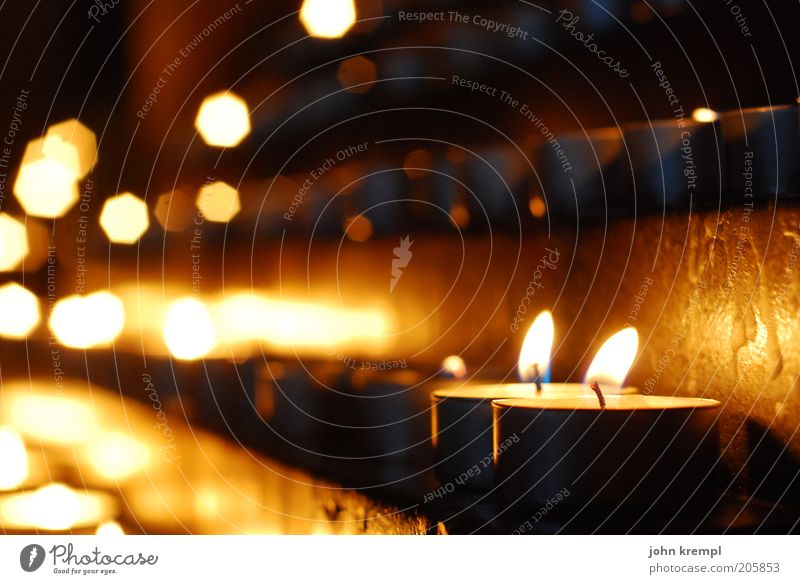 kap der guten hoffnung schwarz gelb Tod Traurigkeit hell gold Hoffnung Trauer Kerze Kirche Vertrauen Warmherzigkeit leuchten Gebet Flamme Glaube