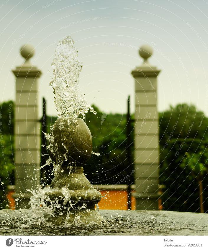 Erfrischung Lifestyle Ausflug Umwelt Schönes Wetter Park ästhetisch kalt Springbrunnen Wasser Wassertropfen spritzen Farbfoto Außenaufnahme Menschenleer