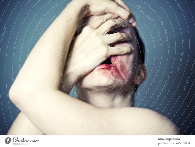 ...psyche Mensch Frau Jugendliche Erwachsene dunkel Traurigkeit Junge Frau Angst verrückt festhalten Krankheit Wut Schmerz Schminke Rauschmittel Seele