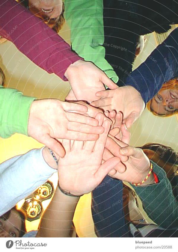 Hände Frau Jugendliche Hand Menschengruppe Freundschaft Zusammensein Kraft Sportmannschaft Team Zusammenhalt