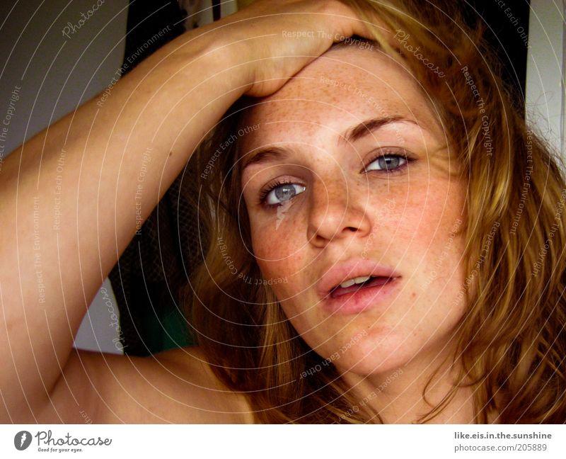 ....Jenny! Frau Mensch Hand Jugendliche Gesicht Auge feminin Haare & Frisuren Kopf Wärme blond Erwachsene Arme Nase offen Lippen