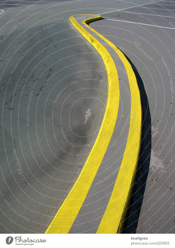 Parkdeck B weiß Farbe gelb grau Wege & Pfade Linie Schilder & Markierungen Ordnung Sicherheit Kommunizieren Grenze Verkehrswege Autofahren Parkplatz Parkhaus gekrümmt