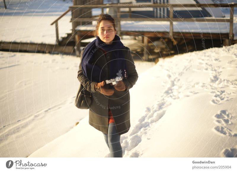 """""""gut, wir können weiter..."""" Mensch Natur Jugendliche schön Winter kalt Schnee feminin Gefühle Park Eis Zufriedenheit Stimmung warten wandern Wetter"""