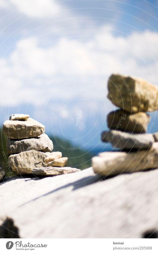 Steinmännchen Natur Himmel Sonne Sommer Wolken Berge u. Gebirge Wärme Landschaft hell Umwelt Schilder & Markierungen Felsen Turm Klima Alpen