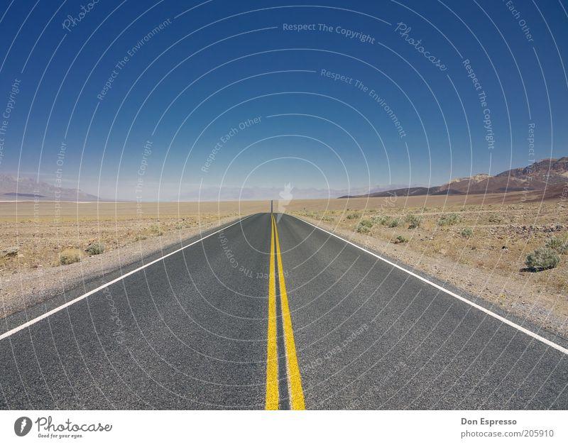 DEATH VALLEY N.P. Ferien & Urlaub & Reisen Ausflug Ferne Freiheit Landschaft Erde Sand Wolkenloser Himmel Wüste Menschenleer Straße frei Unendlichkeit heiß